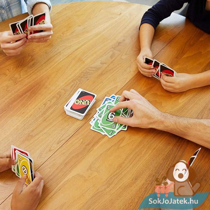 UNO kártya (Mattel) - játék barátokkal