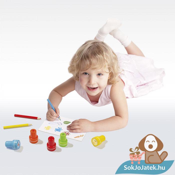 Bing és barátai kreatív nyomdaszett, játék közben