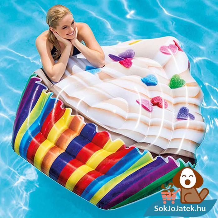 Intex 58770: Muffin formájú felfújható strand matrac a vízen