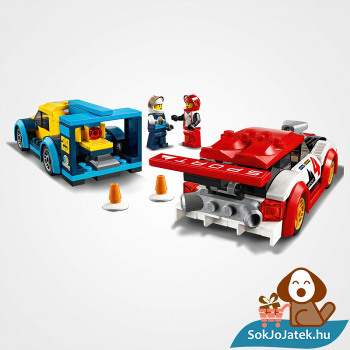 Lego City 60256 Versenyautók doboza és a versenyautók összeépítve hátulról
