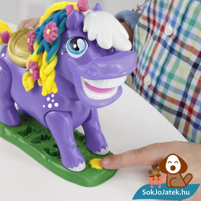 Hasbro, Play-Doh Play-Doh Animal Crew - Naybelle, a rodeó póni gyurmaszett rúgó gombja