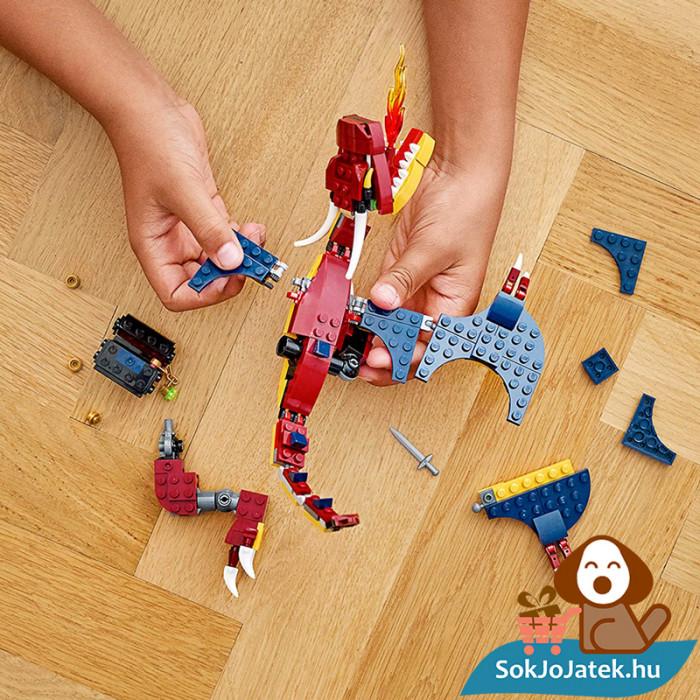 Lego Creator 31102 3in1 Tűzsárkány összeépítés közben