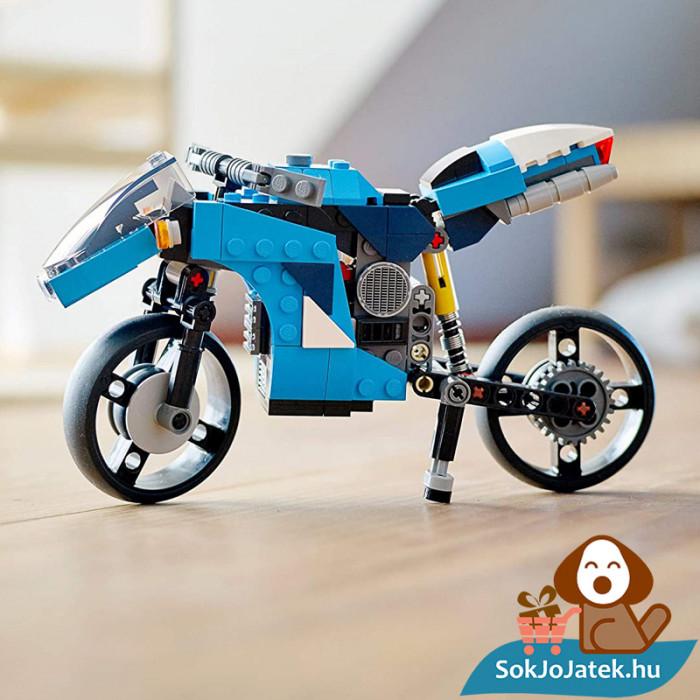 Lego Creators 31114 Szupermotor kiállítva
