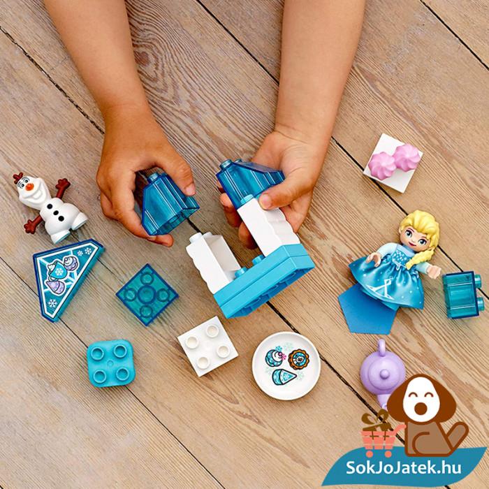 LEGO Duplo 10920 - Elza és Olaf tea party építés közben