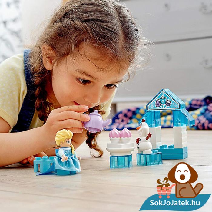 LEGO Duplo 10920 - Elza és Olaf tea party játék közben