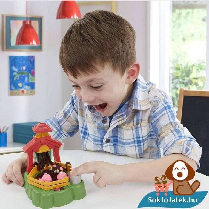 Play-Doh Animal Crew: Malac család - színes malacos gyurma szett játék közben fiúknak